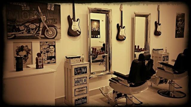 Una barberia para hombres con muebles para hombres for Muebles de sala medellin